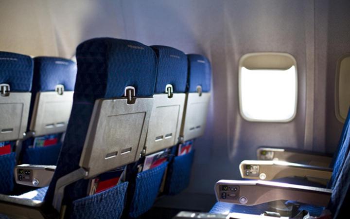 美航空公司让乘客登机前称重,以防飞机事故